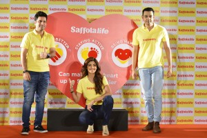 L-R : Chef Kunal Kapur, Shilpa Shetty Kundra and Cyrus Sahukar encourage consumers to take-SmallStepsToHealthyHeart this World-Heart-Day.