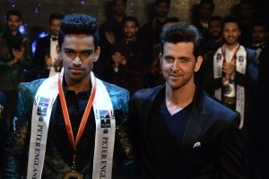 Hrithik Roshan announced Vishnuraj S Menon from Bengaluru as the winner of the leading male beauty pageant Peter England Mr India 2016.- Photo by GPN Network