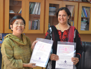 PUNE, (GPN): Jyotsna Sitling, DG NIESBUD and Pradnya Godbole, CEO, deAsra Foundation with the MOU - Photo by GPN NETWORK