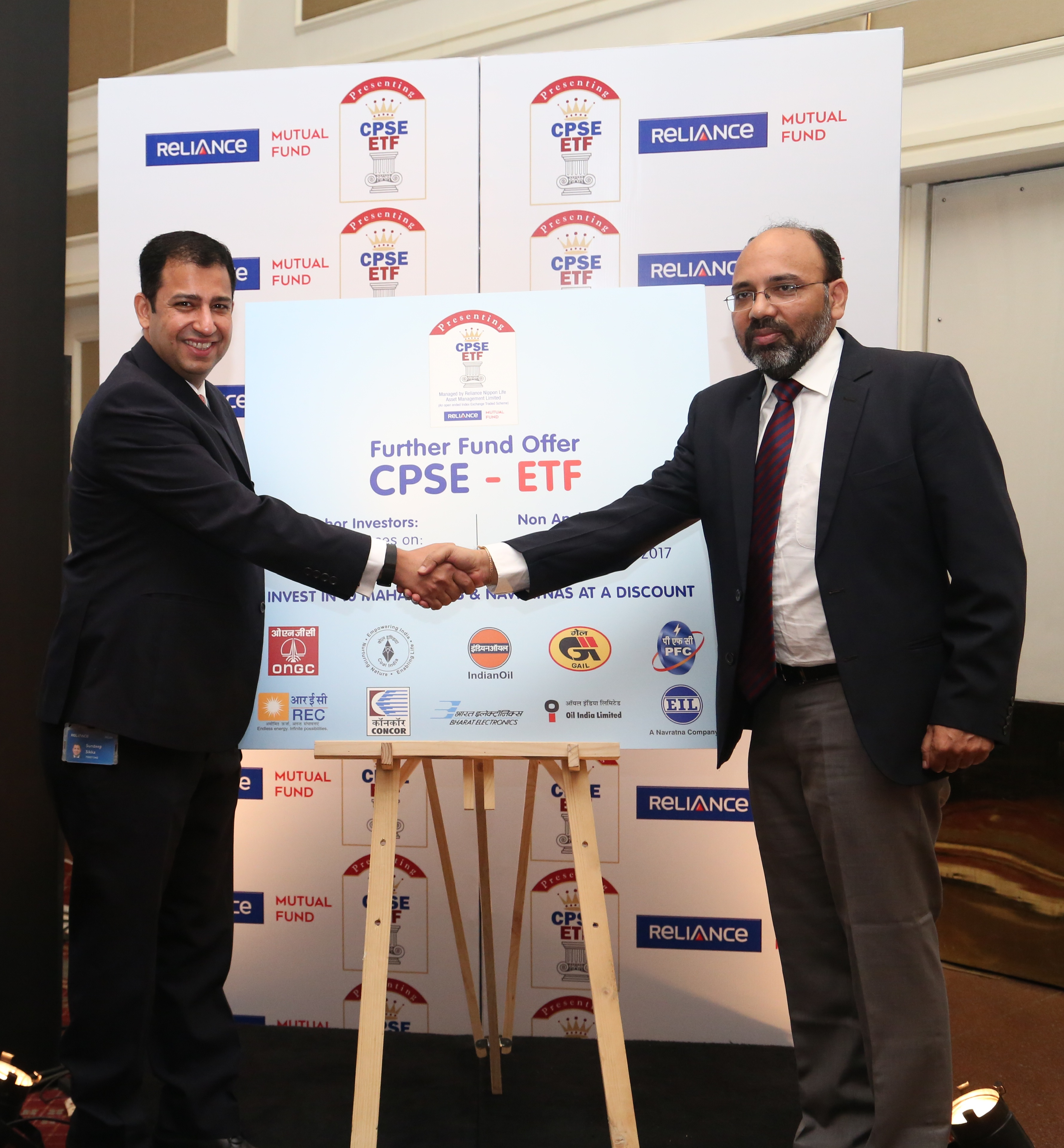 (L to R): Mr Sundeep Sikka, ED & CEO, Reliance Nippon  Life Asset Management and Mr Manish Singh, Joint Secretary, DIPAM, Ministry of Finance, unveiling and announcing the FFO of CPSE ETF.- Photo by GPN NETWORK Sachin Murdeshwar.