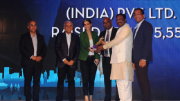 Sudhir Mungantiwar, Cabinet Minister of Finance, Planning, and Forest Departments in the Government of Maharashtra presenting the Highest Corporate Team Award to Credit Suisse Securities (India) Pvt. Ltd. at the SCMM Charity Award 2017, at Hotel Trident on Thursday.- Photo By Sachin Murdeshwar GPN NETWORK