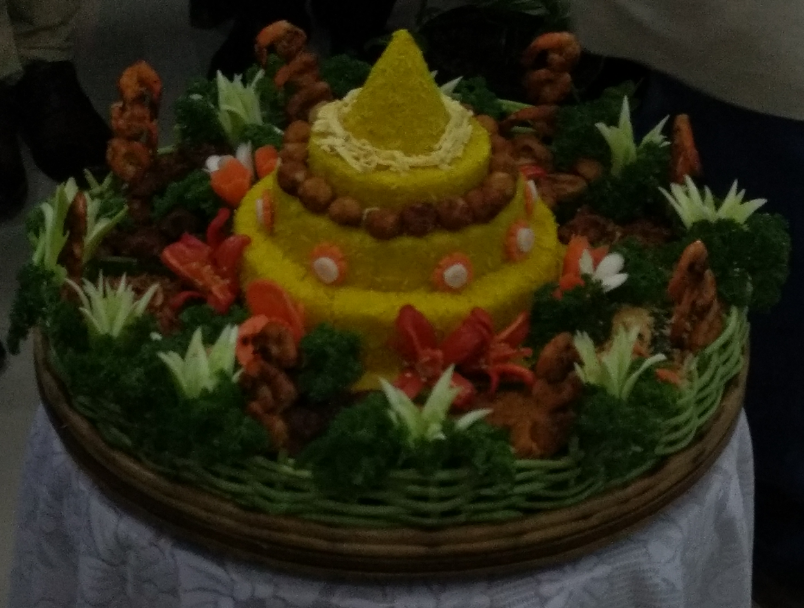 Tumpeng, the cone shaped rice surrounded by assorted Indonesian dishes (Mix of Air, Land and Sea food) - Photo By Sachin Murdeshwar GPN NETWORK.