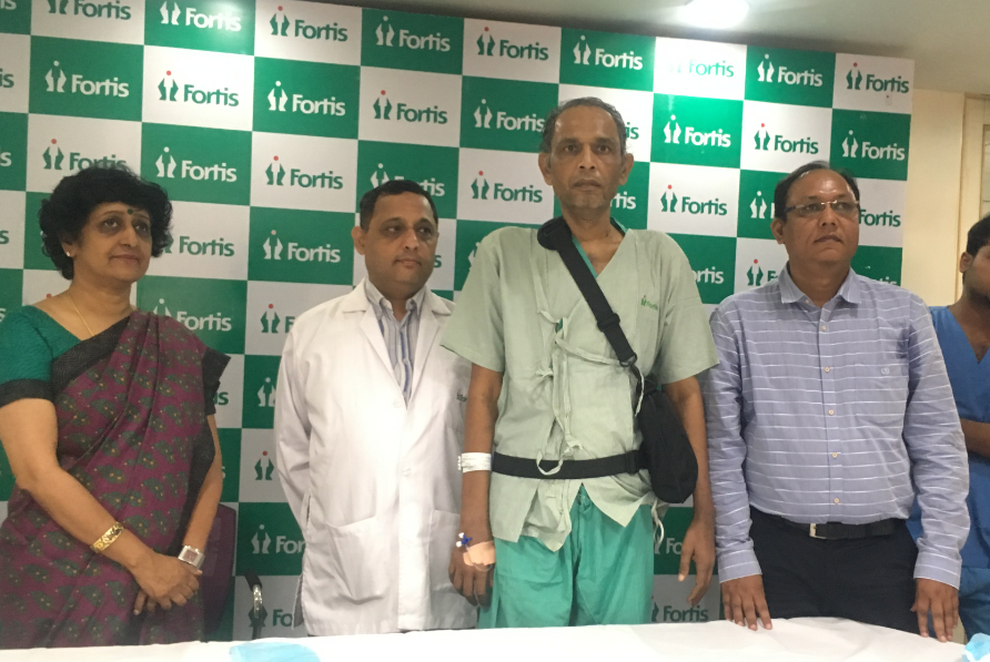 (L-R) Dr S Narayani, Zonal Director & Dr Anvay Mulay, Head of Cardiac Transplant Team, Fortis Hospital, Mulund with the LVAD recipient, and his brother