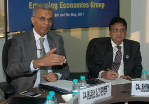 Mumbai :CA. Nilesh S. Vikamsey, President of The Institute of Chartered Accountants of India (L) with CA. Shiwaji Zaware, Chairman of ICAI during 13th Emerging Economies Group meeting in Mumbai on Tuesday 09.05.2017 - PHOTO BY SACHIN MURDESHWAR GPN NETWORK.