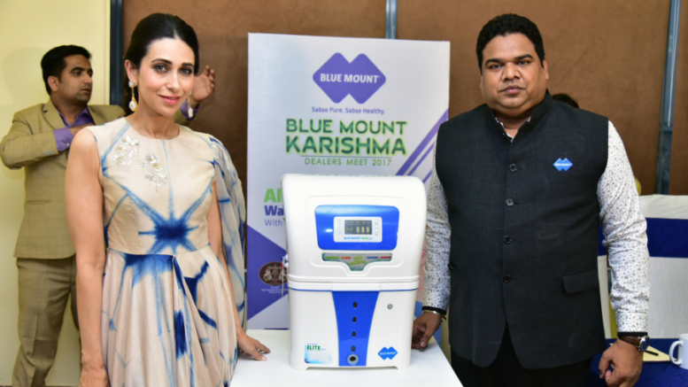 Karishma Kapoor( Brand Ambassador of Blue Mount) and Vishal Gupta ( M.D Blue MOunt) with the new product Blue Mount Advance +, in Mumbai on Monday Photo By Sachin Murdeshwar  GPN NETWORK.