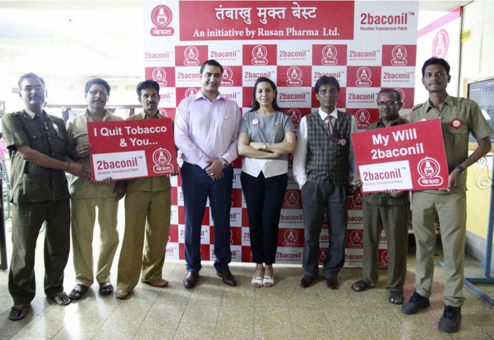 L-R: Dr. Kunal Saxena-Managing Director, Rusan Pharma, Mrs. Malavika Kaura Saxena-Business Head,Rusan Healthcare & Anil Sinhgal-CMO, BEST(Mumbai) along with BEST employees who have successfully quit tobacco dependency on the eve of World No Tobacco Day in Mumbai on Tuesday – Photo by Sachin Murdeshwar GPN NETWORK.