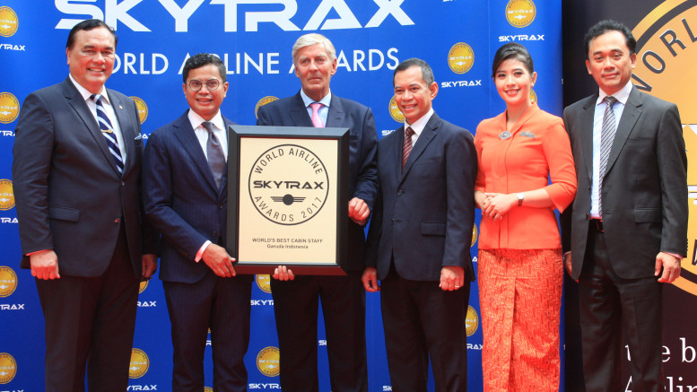 "Chief Executive Officer SkyTrax, Edward Plaisted (third from the left) at the award presentation ""The World's Best Cabin Crew 2017"" with President Director Garuda Indonesia  Pahala N Mansury (second  from the left) witnessed by Ambassador Indonesia for France  Hotmangaradja Pandjaita, Service Director  Garuda Indonesia, Nicodemus P. Lampe, Cabin Crew Garuda Indonesia, Aliza Rifaat dan Finance Director Garuda Indonesia, Helmi Imam Satriyono in the Paris Air Show 2017 event,  Le Bourget, Paris, Tuesday (20/6).  The award as the world's best cabin crew is the fourth time received by Garuda Indonesia since 2014. - Photo By Sachin Murdeshwar GPN NETWORK"