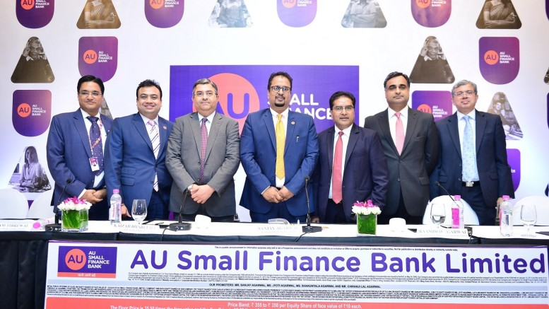 (L-R): Mr. Deepak Jain (Chief Financial Officer, AU Small Finance Bank Limited), Mr. Uttam Tibrewal (Executive Director, AU Small Finance Bank Limited), Mr. Kaizad Bharucha (HDFC Bank Limited), Mr. Sanjay Agarwal (MD & CEO, AU Small Finance Bank Limited), Mr. Raamdeo Agarwal (Motilal Oswal Investment Advisors Limited), Mr. Ravi Kapoor (Citigroup Global Markets India) and Mr. Mridul Mehta (ICICI Securities Limited) at the press conference of AU Small Finance Bank- Photo By Sachin Murdeshwar GPN NETWORK