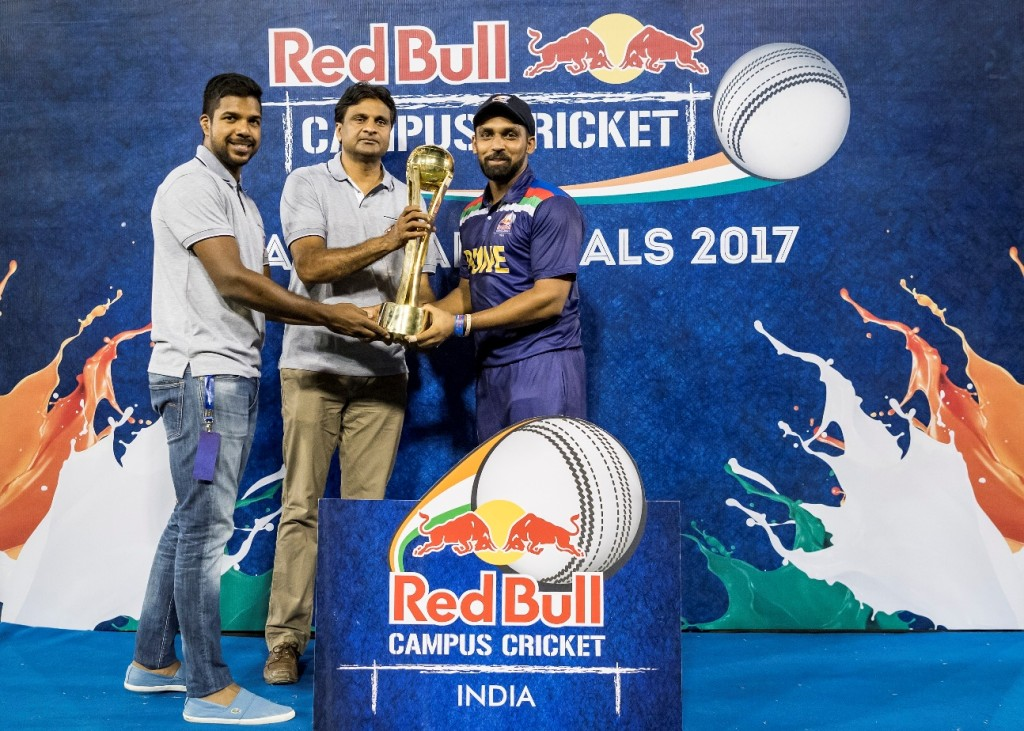 L-R – Varun Aaron, Red Bull Athlete; Javagal Srinath, Red Bull Campus Cricket Tournament Director; Rajat Sharma, Captain of DAV Jalandhar - Photo By Sachin Murdeshwar GPN NETWORK.