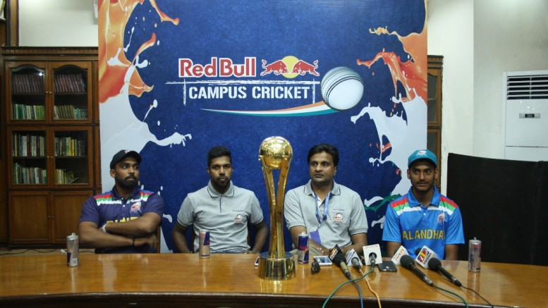 L-R – Shubham Nagawade, captain of MMCC Pune; Varun Aaron, Red Bull Athlete; Javagal Srinath, Red Bull Campus Cricket Tournament Director; Rajat Sharma, Captain of DAV Jalandhar with the trophy of the Red Bull Campus Cricket 2017 National Finals - Photo By GPN NETWORK