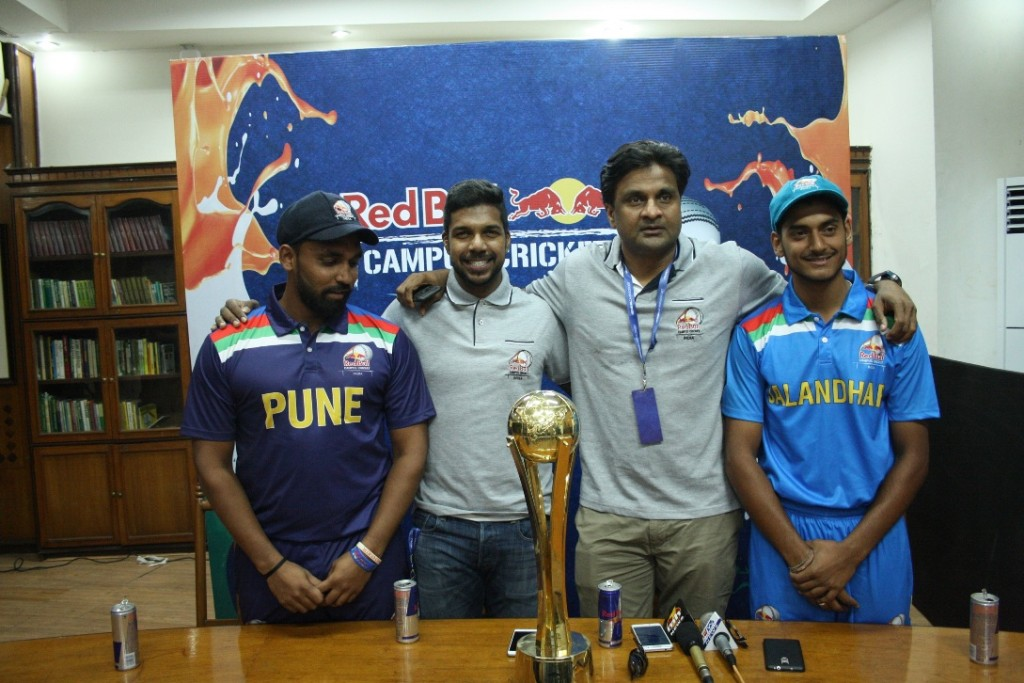 e; Varun Aaron, Red Bull Athlete; Javagal Srinath, Red Bull Campus Cricket Tournament Director; Rajat Sharma, Captain of DAV Jalandhar with the trophy of the Red Bull Campus Cricket 2017 National Finals - Photo By Sachin Murdeshwar GPN NETWORK