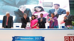 Mr. Amitabh Chaudhry, Managing Director, HDFC Standard Life Insurance Limited and Ms. Vibha Padalkar, CFO and Executive Director, HDFC Standard Life Insurance Company cutting the ceremonious cake at the listing ceremony of HDFC Standard Life Insurance Company Limited. Mr. Deepak Parekh, Chairman, HDFC Standard Life Insurance Company Limited, Ms. Renu Karnad, Director, HDFC Standard Life Insurance Company Limited and Mr. Ranjan Mathai, Director, HDFC Standard Life Insurance Company Limited at the celebrations post the listing ceremony at NSE held today in Mumbai.- Photo By Sachin Murdeshwar GPN NEWS