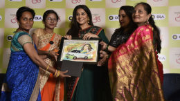 Ola women driver partners gift to actress Vidya-Balan in Mumbai – photo by Sachin Murdeshwar GPN NETWORK