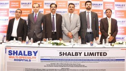 (L to R) – Mr. Amit Ramchandani (IDFC Bank​ Ltd.), Mr. Satyen Shah (Edelweiss Financial Services Ltd.), Mr. Ravi Bhandari (Group CEO, Shalby Ltd.), Dr. Vikram Shah (Chairman and MD, Shalby Ltd.), Mr. Shanay Shah (Director, Shalby Ltd.) and Mr. Vishal Bangard (IIFL Holdings Ltd.) at the IPO press conference.- Photo By Sachin Murdeshwar GPN / 28.11.17