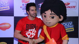 Varun Dhawan with Nick toon SHIVA at Nickelodeon Kids Choice Awards 2017 - Photo By GPN