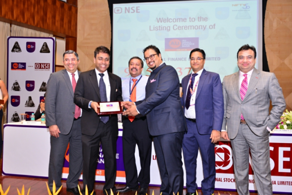 Mr. Sanjay Agrawal presents momento to Mr. Ajay Saraf, Executive Director, ICICI Securities Holdings Inc.- BY GPN-Global Prime News