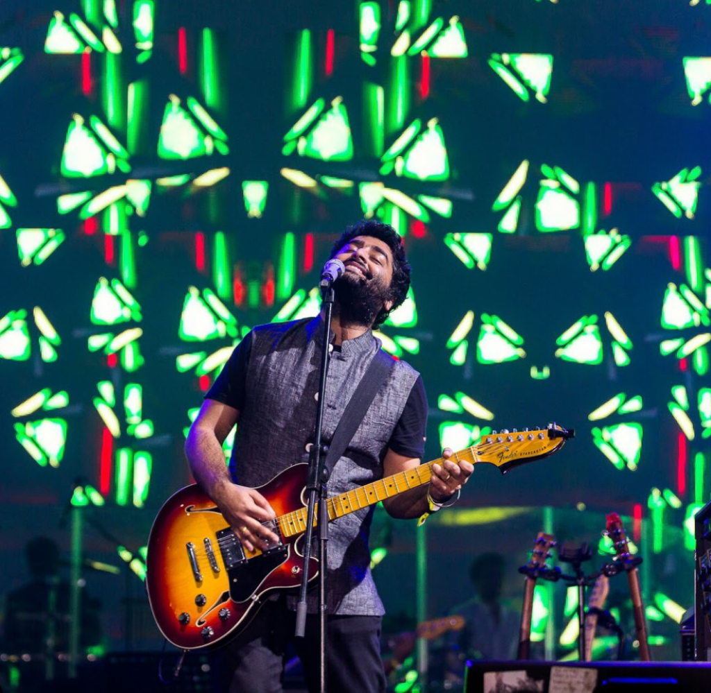 ARIJIT SINGH with his encore performance at EVC - Photo By Sachin Murdeshwar GPN (Global Prime News)
