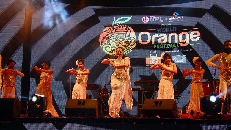 Sonali Kulkarni presenting her famous show 'White Lily & Night Rider' on the closing ceremony of World Orange Festival