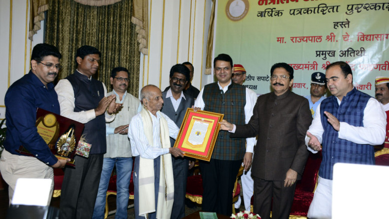 The Life Time achievement award was presented to senior journalist Vijay Vaidya in Mumbai – Photo By Sachin Murdeshwar GPN