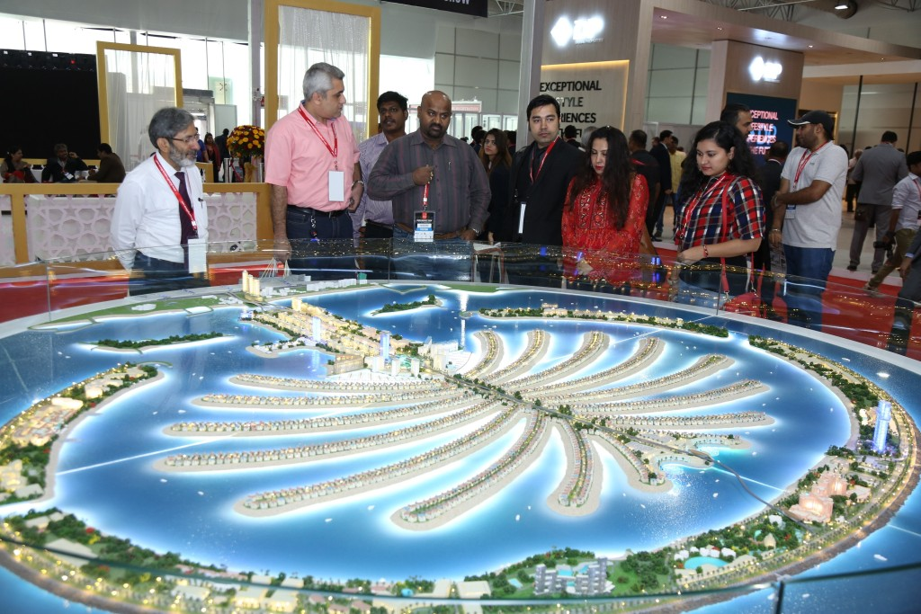 1543970153115_Visitors at Dubai Property Show Mumbai 2017 Edition