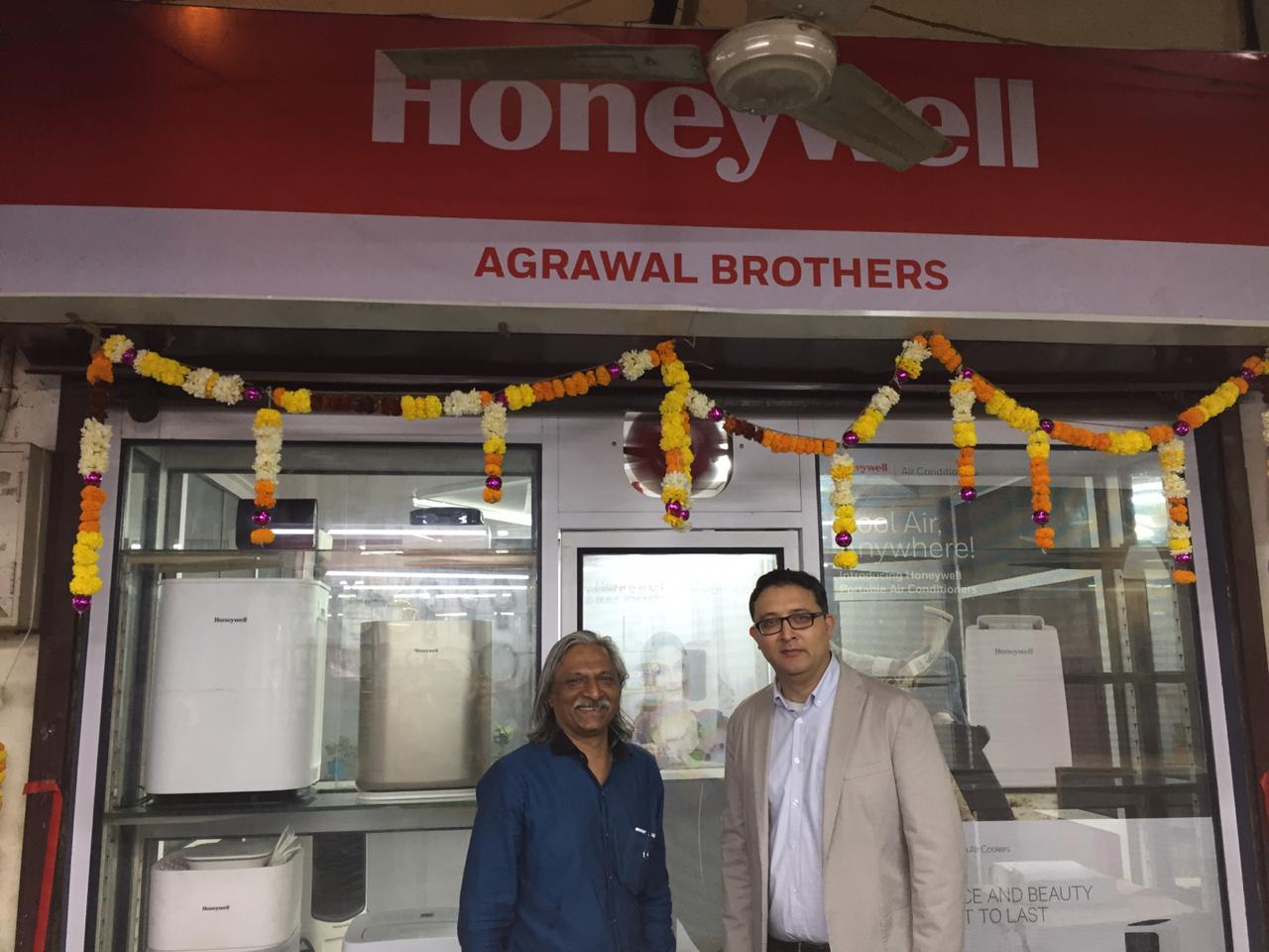 (L-R) Mr. Dinesh Agrawal -shop owner and Mr. Anupam Mathur, Sales Director, New Business – Connected Living Solutions, Honeywell Building Technologies, India